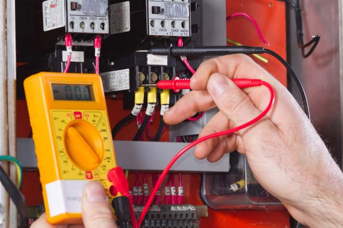 electrician; Shutterstock ID 354518039; Purchase Order: LEG; Job: Sito - Assistenza; Client/Licensee: ; Other: